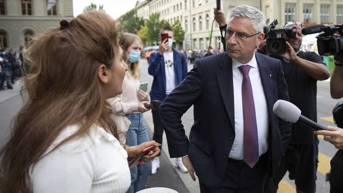 SVP-Dauerprovokateur Andreas Glarner (rechts) beleidigte diese Woche seine Ratskollegin Sibel Arslan.