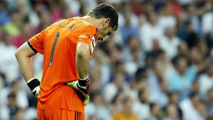 Reals Torhüter Iker Casillas kann es nicht glauben: 1:2 gegen Atlético.