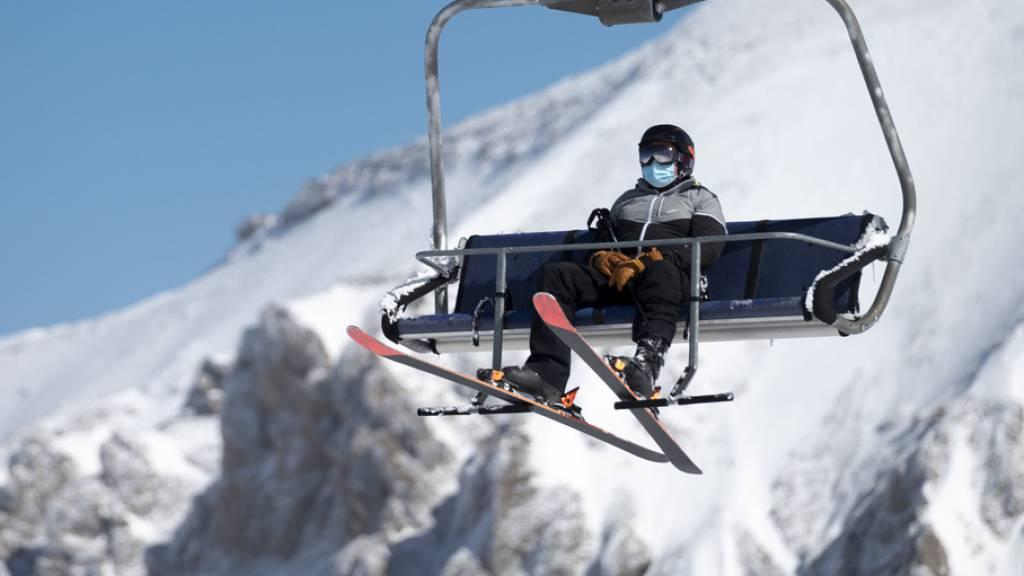 Skifahrer profitieren vom frühen Wintereinbruch in den Alpen