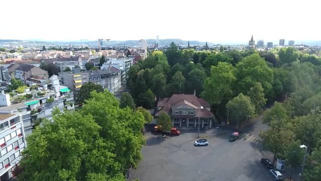 Der Basler Wielandplatz wird umgebaut. Heute ist er eine graue Teerfläche und wenig ansprechend. Doch Nachbarn sind kritisch: Sie befürchten, dass durch die Neugestaltung der Platz nachhaltig schlimmer wird.