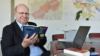 Als Friedensrichter führt Martin Vogler Schlichtungsverhandlungen in einem Büro der Gemeindeverwaltung von Dulliken.