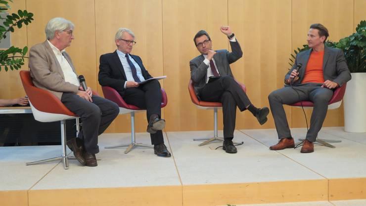 Unter der Moderation von Flavian Kurth (ganz rechts) diskutierten über die Qualitätsmessung (vl.) Michel Romanens, Markus Zuber und Oliver Peters.