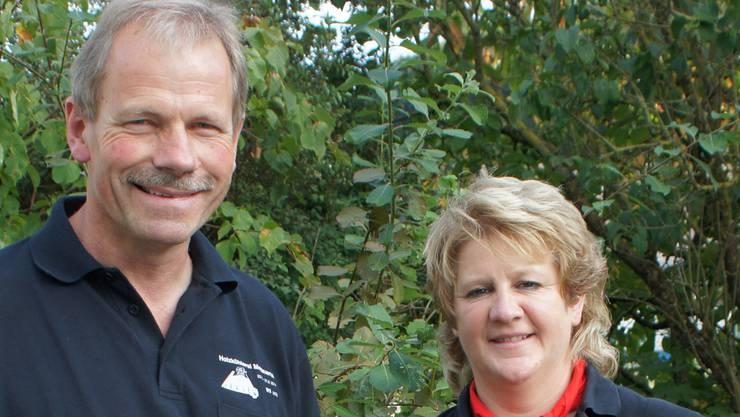 André Schraner (Förster von Mettauertal und OK-Präsident vom Köhlerfest) mit der Entlebucher Köhlerin Doris Wicki.