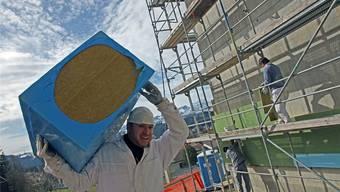 Der Kanton will frisches Geld für den Fördertopf für energetische Gebäudesanierungen – am 27. November kommt die neue Abgabe an die Urne. Archiv