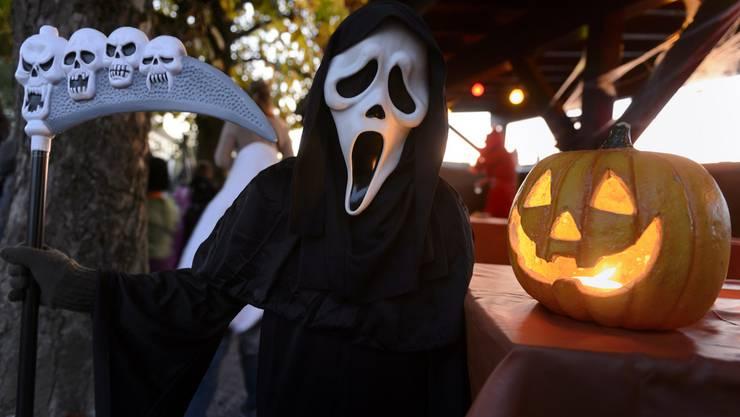 Schweizweit musste die Polizei an Halloween einige Mal ausrücken. (Symbolbild)