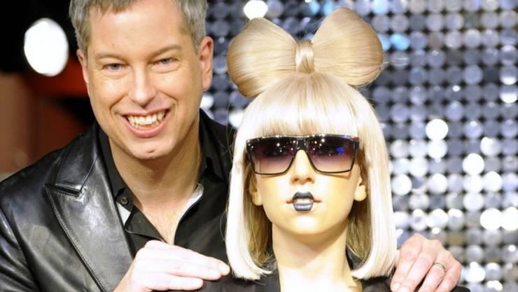 Thomas Hermanns (hier neben der Lady Gaga-Wachsfigur) liebt die grosse Show: Der Comedian plant nun ein Berliner Stadt-Musical. (Archiv)