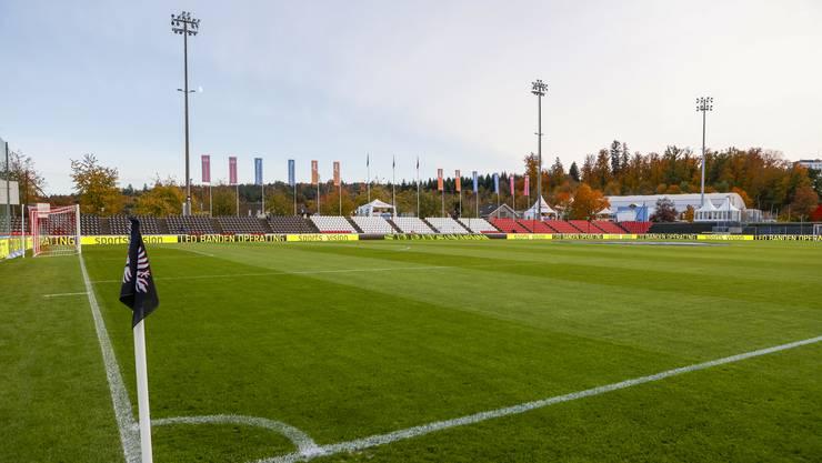 Zum ersten Mal bestreitet der FC Aarau ein Heimspiel im umgebauten Brügglifeld. Die Gegentribüne erstrahlt mit den neuen Sitzschalen in neuem Glanz.