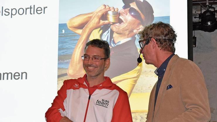 Zehn Medaillen an der Europameisterschaft: Rettungsschwimmer Michael Beck (links) im Gespräch mit Stadtrat Jürg Baur.