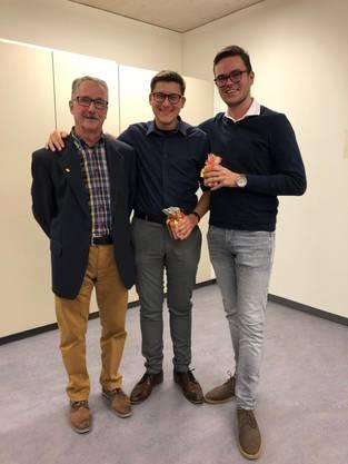 von links nach rechts: Hansruedi Hug, Parteipräsident, Kevin Schwizgebel und Benedikt Fürholz, Präsident und Vizepräsident der Jungfreisinnigen Region Olten