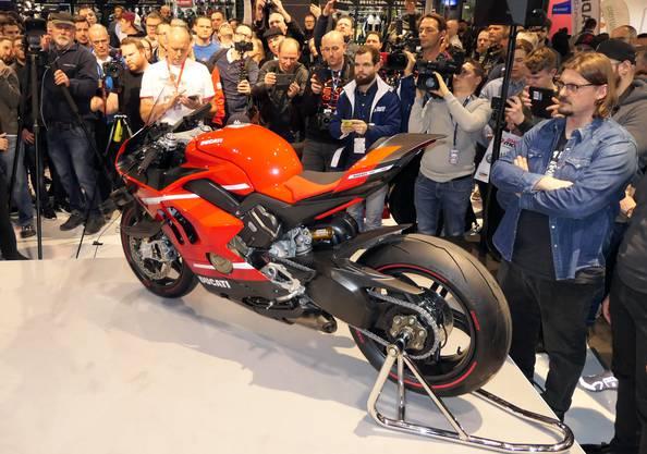 Das Interesse an der neuen Ducati ist bei Medienvertretern und Publikum gross.