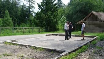 Abgebrannte Waldhütte wird neu aufgebaut