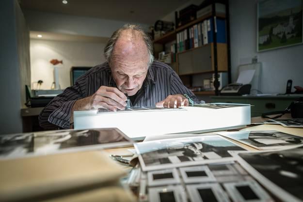Im Archiv von Eric Bachmann lagern weit über 211'000 Fotos, geordnet nach Personen, Ländern, Themen.