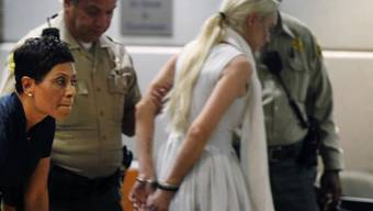 Lindsay Lohan wird in Handschellen abgeführt