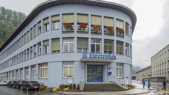 Das Gebäude von Electrolux in Schwanden, Kanton Glarus (Archiv)