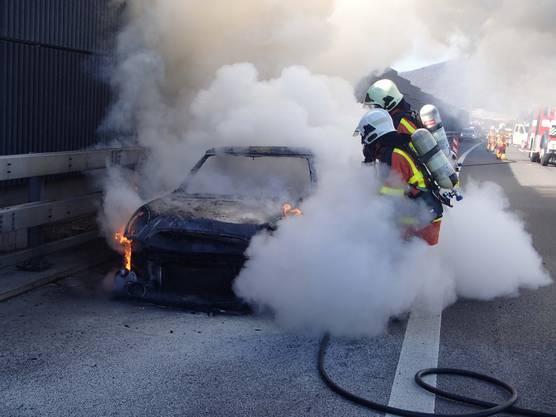 Die Autofahrerin konnte das Auto noch auf den Pannenstreifen fahren und sich in Sicherheit bringen.