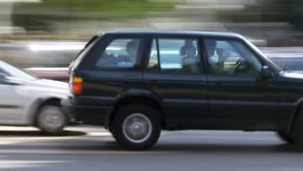 Der 25-jährige Autofahrer war mit einem Range Rover unterwegs. (Symbolbild)