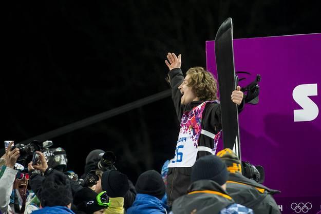 Jouri Podladtchikov lässt sich feiern.