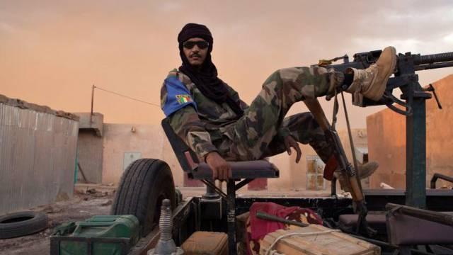 Ein Tuareg-Soldat in der Stadt Kidal (Archiv)