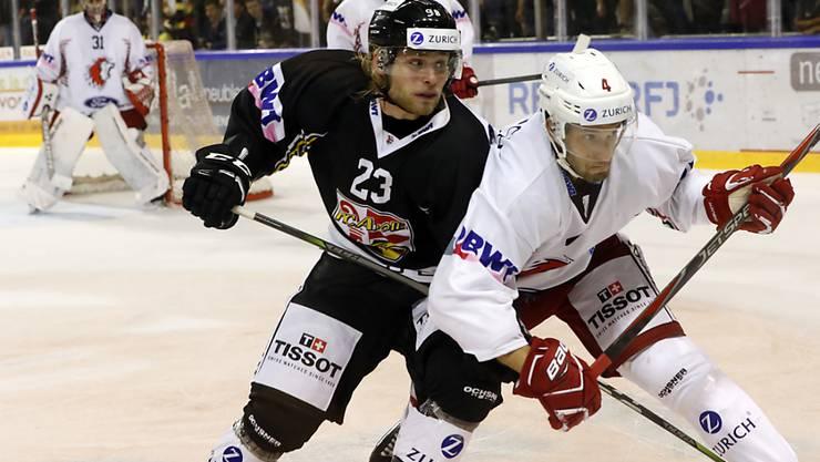 Jan Petrig (links) ist mit Ajoie wieder Leader in der Swiss League