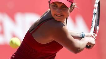 Timea Bacsinszky spielt die beidhändige Rückhand.