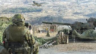 Panzer, Flieger, Flugabwehr: Sitten ist drei Tage gut bewacht
