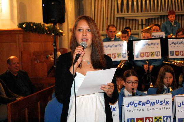 Jenny Bender des Gospelchors unterstützte die Jugendmusik gesanglich