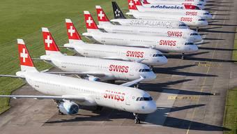Die Fluggesellschaft Swiss verlängert ihren Minimalflugplan zunächst bis zum 17. Mai. Damit reagiert die Lufhansa-Tochter auf die weiterhin bestehenden Reisebeschränkungen. (Archiv)