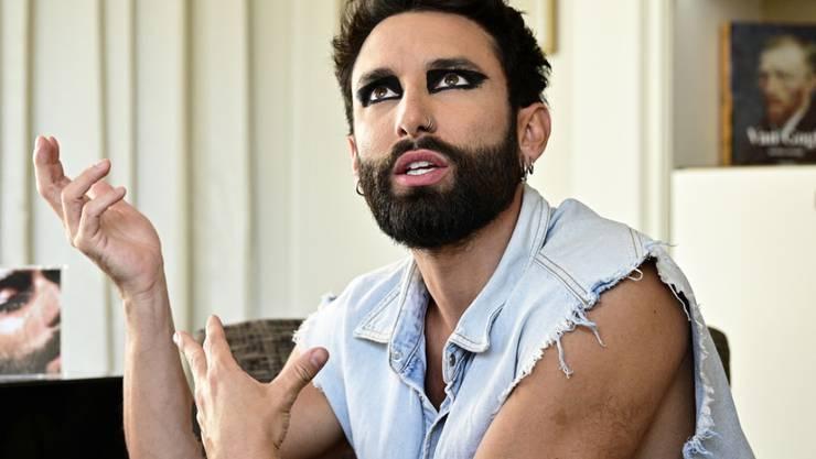 Conchita Wurst hat 2014 den Eurovision Song Contest für Österrreich gewonnen. Jetzt soll der Travestiekünstler die von Stefan Raab geplante deutsche Alternative moderieren. (Archivbild)