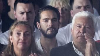 """Tom Kaulitz (M) sass am Donnerstagabend im Publikum, als seine Freundin Heidi Klum das Finale der dreizehnten Staffel der Castingshow """"Germany's Next Topmodel"""" (GNTM) moderierte."""