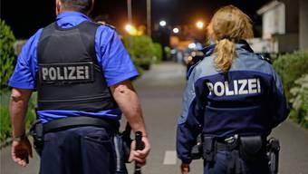 Tötungsdelikt in Würenlingen: Polizisten bei ihrem Einsatz am Langackerweg.