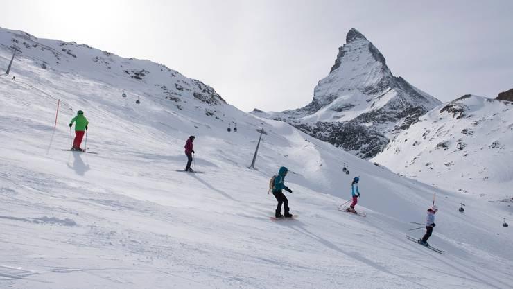 Nun ist klar: Skigebiete sollen auch diese Saison für en Inlandtourismus offen bleiben. Sie benötigen ab dem 22. Dezember für den Betrieb aber eine Bewilligung des Kantons.