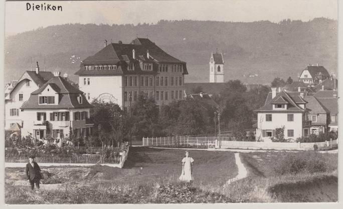 Damals waren Fotos noch eine Rarität: das Primarschulhaus Dietikon im Jahr 1920.