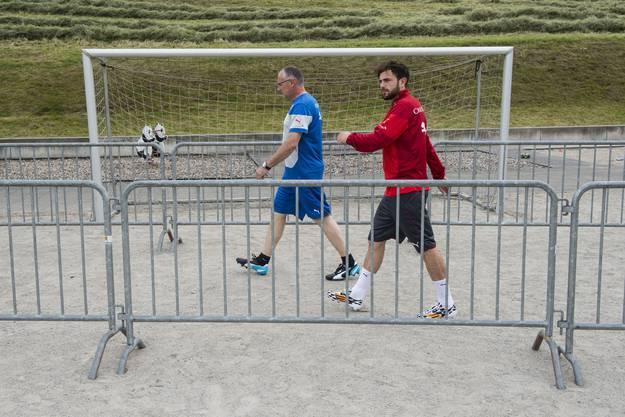 Admir Mehmedi auf dem Weg zum Training.