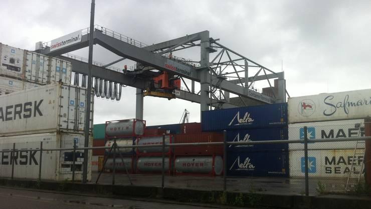 Die Logistikbranche (Bild Rheinhäfen) pocht auf einen Ausbau der Infrastruktur in Zürich und Basel.jk