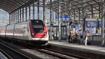 Wegen des gestrichenen Schnellzugs mussten Pendler länger am Bahnhof Olten warten. (Archivbild)