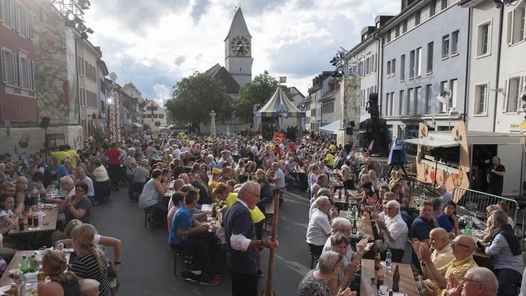 Donnschtig-Jass in Klingnau: Rund 3000 Leute kommen zur Live-Show ins Städtchen. (5. Juli 2018)