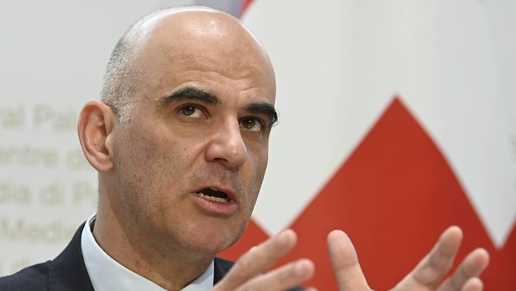 Laut Gesundheitsminister Alain Berset diskutiert der Bund derzeit mit den Kantonen einen «Eskalationsmechanismus».