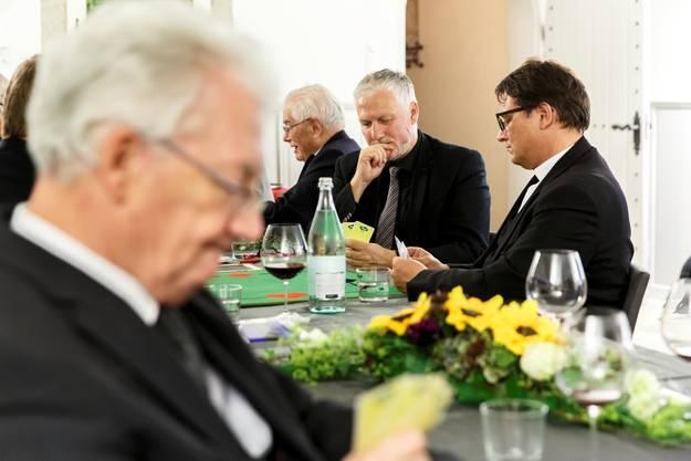 Jassrunde mit Peter Gomm und Bischof Felix Gmür. Im Vordergrund Bischof Gächter.