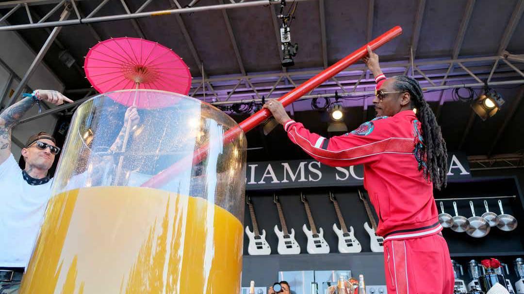 Das Schirmchen darf nicht fehlen: der Grösste Gin & Juice der Welt