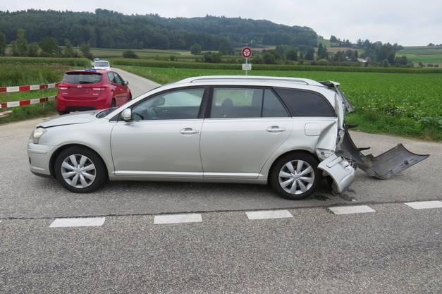 Zwei Autos sind zusammengeprallt.