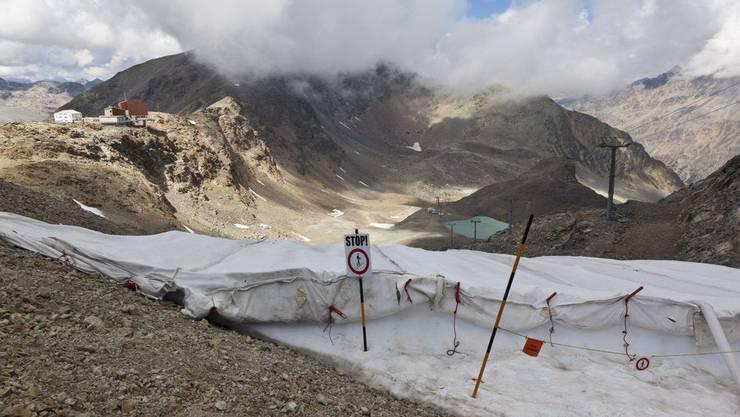 Folien sollen das Abschmelzen der Gletscher in Skigebieten verlangsamen.