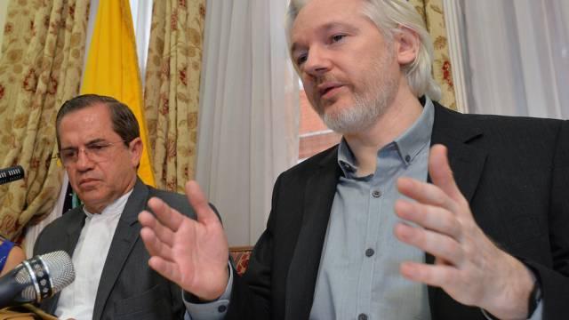 Assange in der ecuadorianischen Botschaft in London (Archiv)