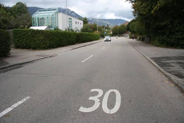 Zu Tempo 30 soll an der St. Niklausstrasse ein neuer Belag lärmhemmend wirken.