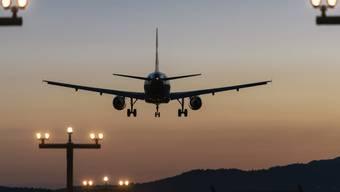 Der Flughafen Zürich hat zusätzliche Abflug-Slots für Langstreckenflüge zwischen 22 und 22.20 Uhr beantragt.