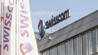 Der Umsatz des Telekomkonzerns schrumpft in der Schweiz weiter, in Italien kann die Swisscom dagegen weiter wachsen. (Archivbild)