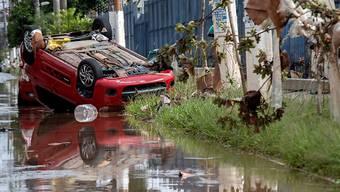 Regen liess mehrere Flüsse in der Region um die Millionenstadt São Paulo über die Ufer treten.