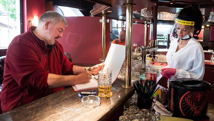 Am häufigsten wurden Restaurants gerügt, weil sie die Kontaktdaten mangelhaft erhoben.