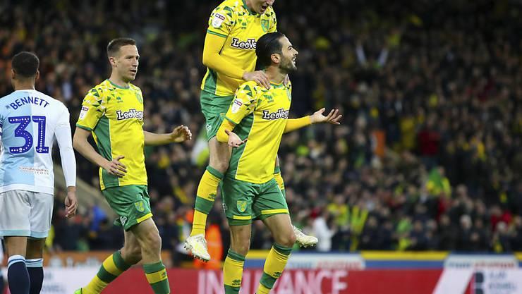 Norwich feiert den Treffer von Mario Vrancic (rechts) gegen Blackburn, der den Weg zum Aufstieg ebnet