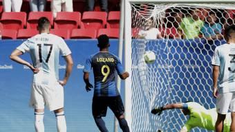 Der Anfang vom Ende für Argentinien im Olympia-Turnier: Honduras' Antony Lozano verwertet den Penalty eine Viertelstunde vor Schluss