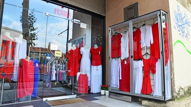 Rot-weisse Euphorie in den Einkaufsstrassen.